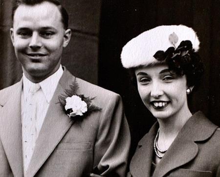 Chồng trước của Helen là Tony Rollings đã qua đời vì căn bệnh ung thư