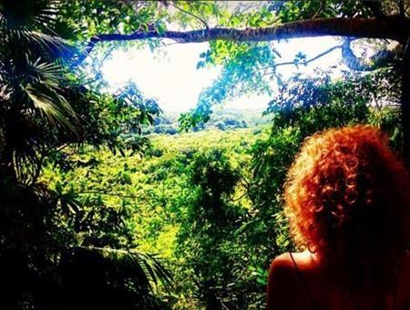 """Người phụ nữ đến cả rừng nhiệt đới ở Cuba với hy vọng gặp """"ai đó"""""""