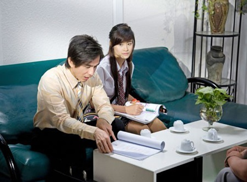 Trong phim, Đan Trường hóa thân thành một giáo viên trẻ và nhiệt huyết.
