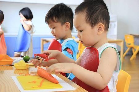 Ba mẹ áp dụng phương pháp giáo dục Montessori tại nhà thế nào? - 3