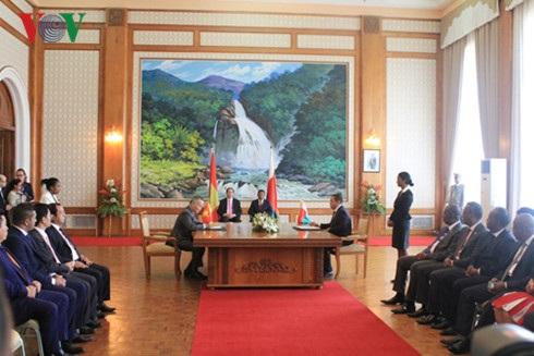 Lễ ký kết giữa Bộ Công thương Việt Nam và Bộ Thương mại Madagascar.