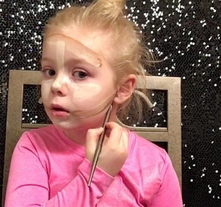 Các video dạy trang điểm của cô bé có hàng nghìn lượt xem