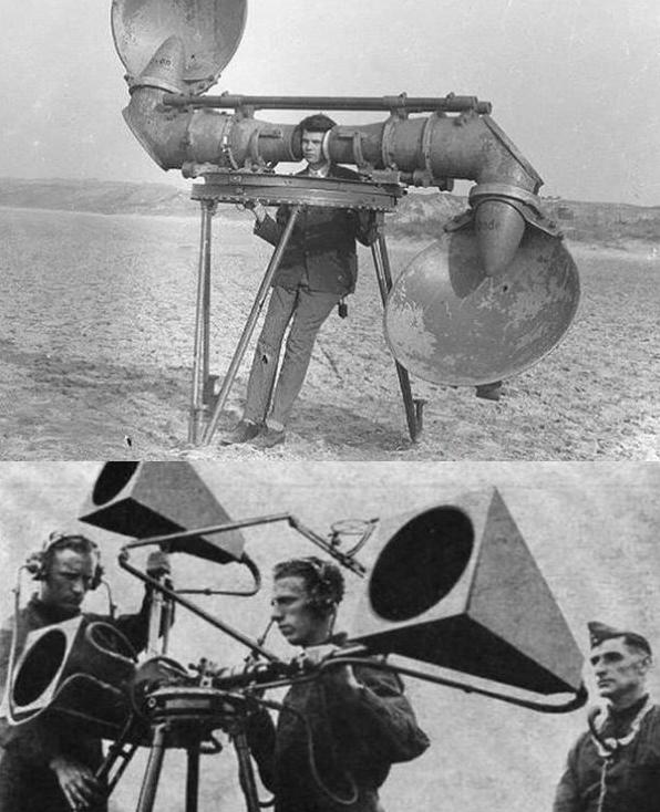Nghề nghe tiếng máy bay địch xuất hiện trong thời chiến. Khi chưa khám phá ra radar, quân đội cần người kết hợp với thiết bị hội tụ âm thanh để phát hiện tiếng động.