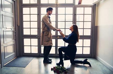 Stephen cực kì hãnh diện khi được bạn gái ngỏ lời cầu hôn
