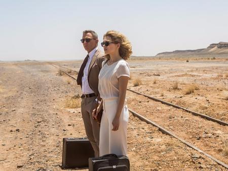 """Cũng ra mắt từ cuối năm ngoái nhưng """"Spectre"""", phần phim thứ 24 về chàng điệp viên James Bond hào hoa vẫn tiếp tục cho thấy sức hút đáng kinh ngạc trong đầu năm 2016. Tiếp nối thành công từ các phần phim trước, """"Spectre"""" đã giúp hãng Sony thu về hơn 880 triệu đô la doanh thu phòng vé."""