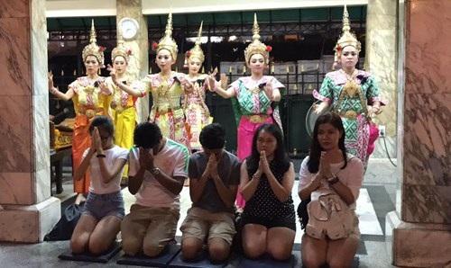 Người Việt đón Noel ở Bangkok - 4
