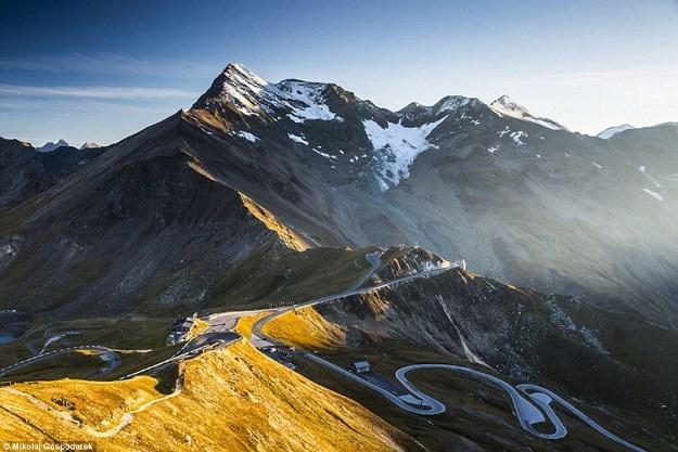Bộ ảnh về tuyến đường đẹp nhất châu Âu khiến mọi phượt thủ si mê - 4