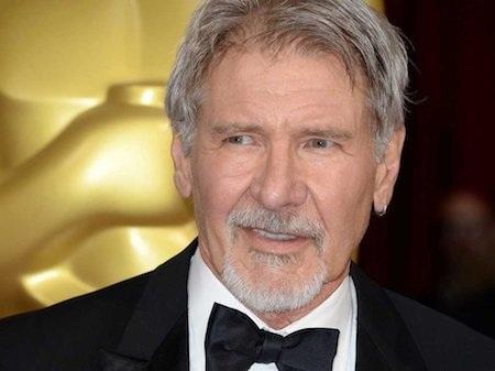 """Ngay sau vai diễn đầu tay của mình, Harrison Ford đã khiến các nhà sản xuất thất vọng nặng nề và nam diễn viên này thậm chí đã bị nhận xét rằng sẽ không bao giờ thành công được trong ngành giải trí. Tuy nhiên, Harrison Ford giờ đây đã là một trong những sao nam nổi tiếng nhất tại Hollywood với hàng loạt tác phẩm đình đám như """"Star wars"""" hay """"Indiana Jones""""."""