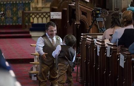 Anh trai của Lusted, một người mắc bệnh Diastrophic khác cũng đến mừng đám cưới em trai
