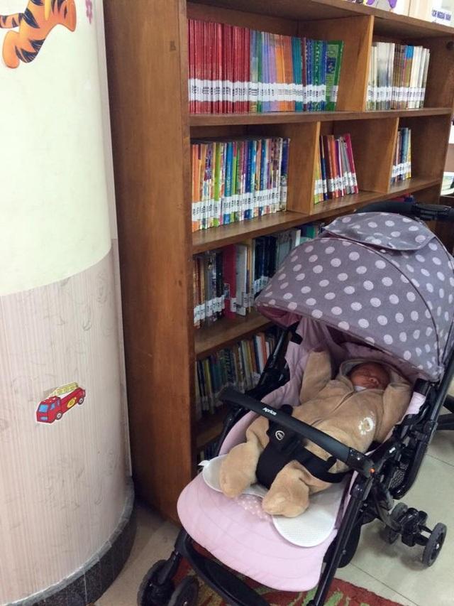 Em bé thứ 2 của Minh Trang thường được đưa đi chơi hay đến thư viện cùng mẹ