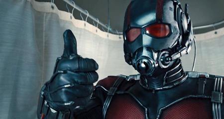 """Đề tài mới lạ cộng với cách tiếp cận vô cùng hài hước, """"Ant-Man"""" thực sự là một món quà bất ngờ đầy thú vị mà Marvel gửi gắm đến người hâm mộ. Với điểm số trên trang Rotten Tomatoes là 81%, """"Ant-Man"""" dễ dàng vượt qua nhiều người """"anh em"""" khác để góp mặt trong top 10 phim siêu anh hùng hay nhất của Marvel."""