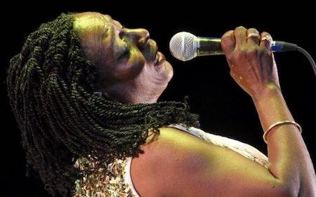 Dù bạo bệnh, nữ ca sĩ vẫn còn nguyên vẹn tình yêu với ca hát