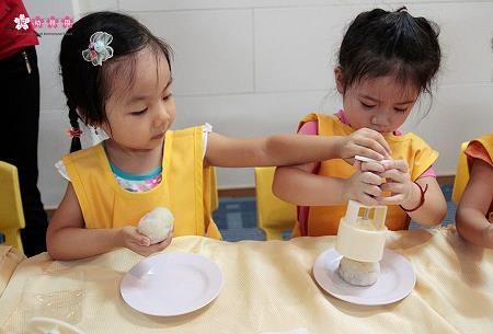 Ba mẹ áp dụng phương pháp giáo dục Montessori tại nhà thế nào? - 4