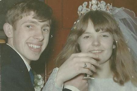 Ron kết hôn lần đầu khi mới 19 tuổi và ly hôn sau 2 năm chung sống