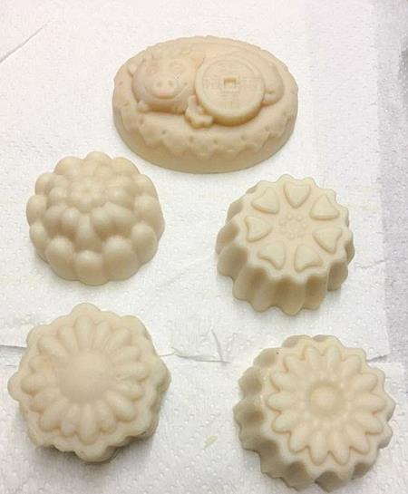 Dựa vào khuôn, các bánh xà phòng có nhiều kích cỡ khác nhau