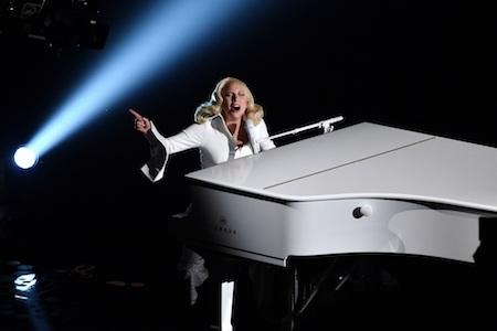 Nữ ca sĩ xúc động trình diễn tại lễ trao giải Oscar 2016