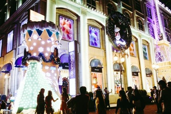 Gần Vincom Đồng Khởi, Diamond Plaza cũng đã lung linh chào Giáng sinh