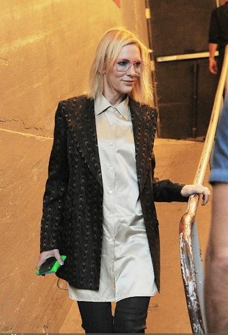 Cate Blanchett cũng xuất hiện tại trường quay Spring Studios