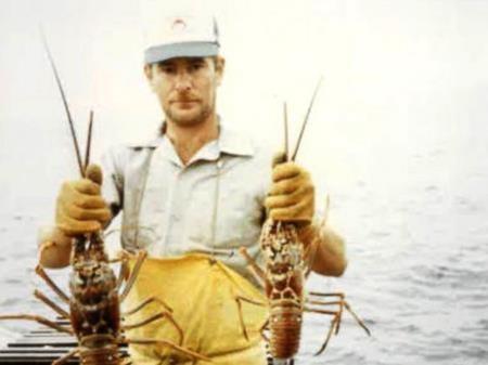 Richard giả danh một ngư dân đã chết từ năm 1991 tên Terry Symansky
