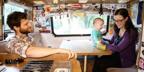 Hai vợ chồng Pete D'Andrea sống trong chiếc RV để tiết kiệm tiền mua nhà.