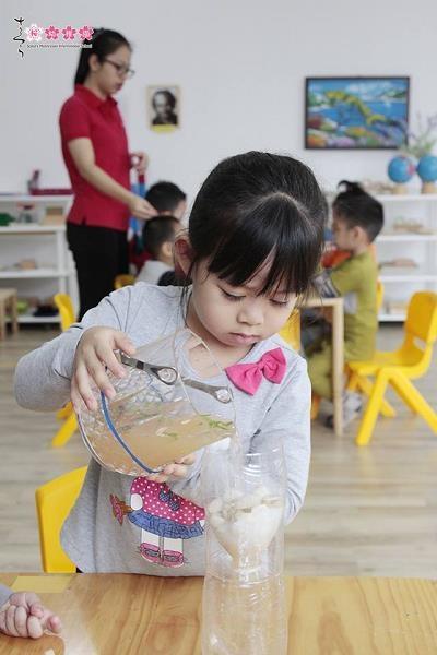 Ba mẹ áp dụng phương pháp giáo dục Montessori tại nhà thế nào? - 5