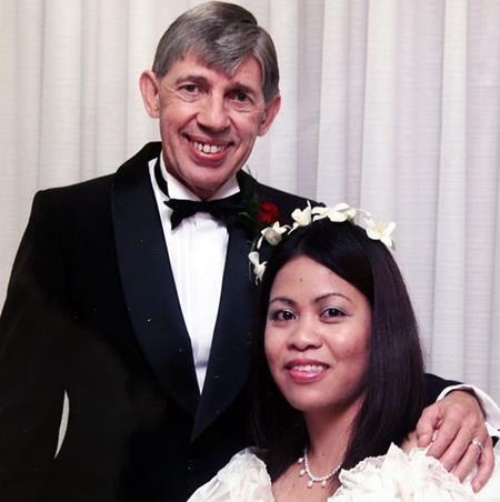 Ron và người vợ thứ 8 vẫn chưa chính thức ly dị
