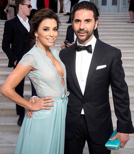 Eva Longoria cũng đã quyết định cử hành hôn lễ với người bạn trai lâu năm José Bastón. Đám cưới của cặp sao diễn ra ở Valle de Bravo, Mexico dưới sự chứng kiến của những thành viên trong gia đình cùng nhiều bạn bè thân thiết.