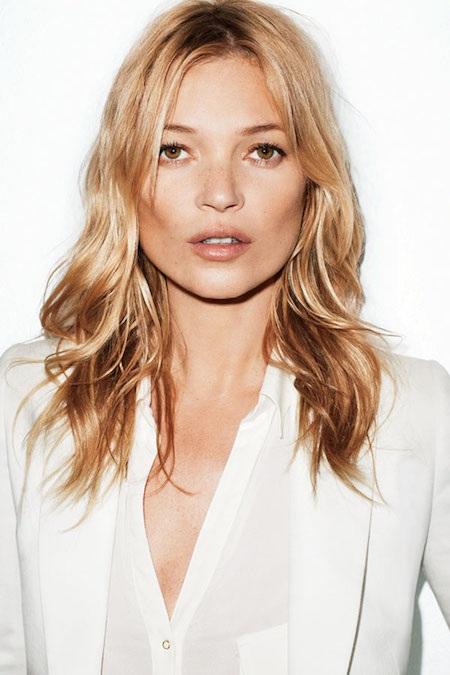 Siêu mẫu Kate Moss thường xuyên mát-xa da mặt với dầu trong khoảng hai đến ba phút trước khi đi ngủ. Ngôi sao 42 tuổi cho biết việc mát-xa không chỉ giúp thư giãn mà còn giúp máu lưu thông dễ dàng hơn.