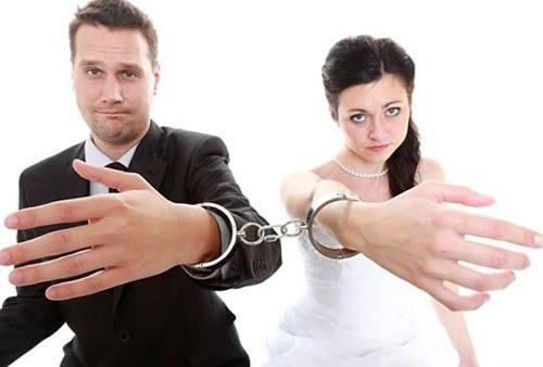 Chồng tôi đòi ly hôn vì anh nghĩ rằng cuộc sống hôn nhân sẽ khiến anh hạnh phúc hơn nhưng thực tế thì không phải vậy.