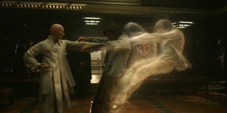 """Chỉ vừa được ra mắt gần đây nhưng """"Doctor Strange"""" đã nhanh chóng bùng nổ tại các rạp chiếu trên toàn cầu và được đánh giá là lá bài ma thuật """"tủ"""" của Marvel."""