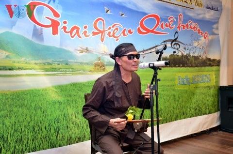 Nghệ sĩ Anh Thơ hát xẩm bài Chân quê.