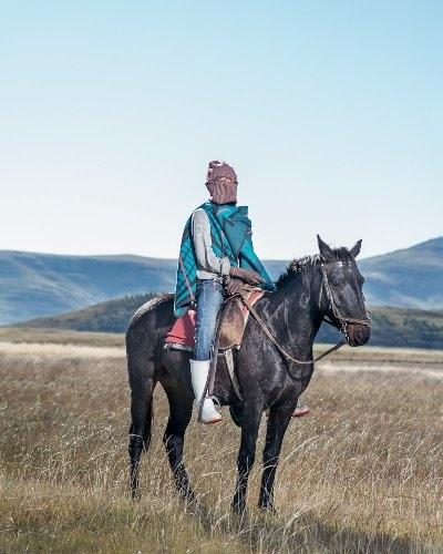 Những bức ảnh tuyệt đẹp về cuộc sống trên lưng ngựa vùng núi Lesotho - 7