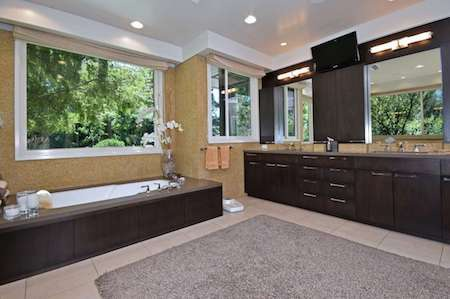Phòng tắm nhiều tiện nghi và vô cùng trang nhã
