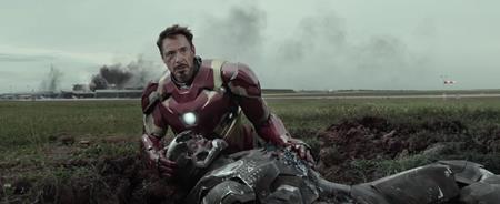 """Được đánh giá là một trong những bộ phim xuất sắc nhất của Marvel, """"Captain America: Civil war"""" không chỉ mãn nhãn với phần kĩ xảo, hành động mà cốt truyện của phim cũng có thể làm hài lòng ngay cả những khán giả khó tính nhất. Đây cũng là tác phẩm đột phá giúp Marvel thoát khỏi lối mòn với công thức """"Siêu Anh Hùng"""" + """"Kĩ Xảo"""" = """"Doanh Thu Cao""""."""