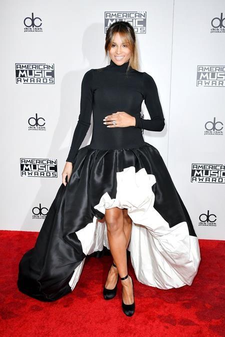 Bà bầu Ciara cũng xúng xính váy áo tới góp vui