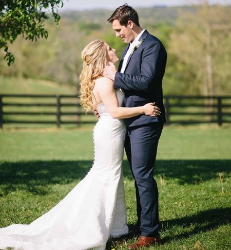 """Cặp sao của làng thể thao Shawn Johnson và Andrew East đã chính thức """"về chung một nhà"""" sau hôn lễ lãng mạn tại Tennesee vào hôm 16/4 năm nay."""