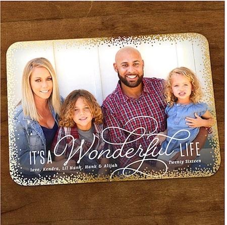 """Vợ chồng Kendra Wilkinson không thể giấu nổi nụ cười mãn nguyện khi được """"khoe"""" mái ấm hạnh phúc trong dịp Noel"""
