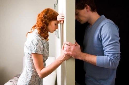 Chồng tôi đòi ly hôn vì anh cho rằng tôi thay đổi quá chậm và anh không chắc là có còn yêu tôi nữa hay không.