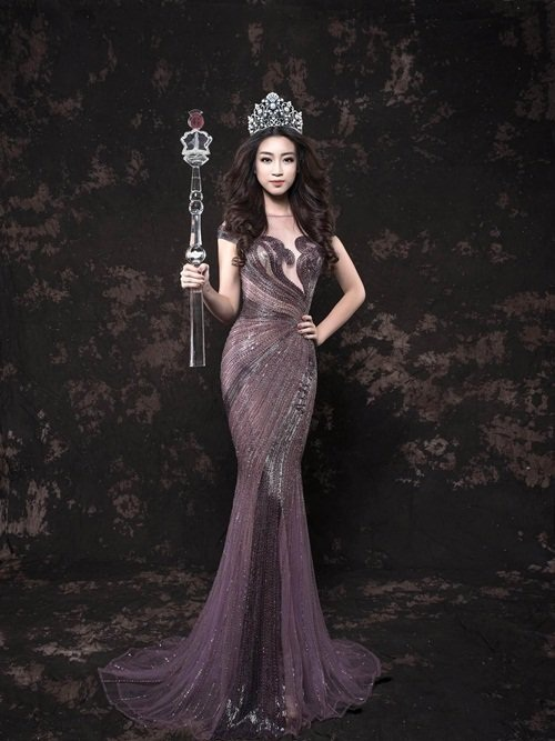 Hoa hậu Đỗ Mỹ Linh dần chinh phục công chúng sau khi đăng quang.