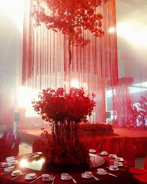 Cô dâu Trung Quốc đeo hàng chục kg vàng trong ngày cưới - 6