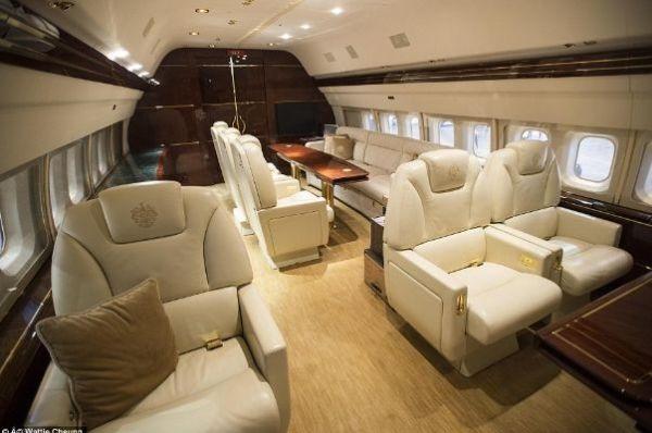Đại gia nào đang sở hữu chiếc máy bay riêng đắt nhất thế giới? - 9
