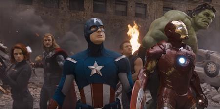 """""""The Avengers"""" (2012) là lần đầu tiên hãng Marvel đưa cả biệt đội siêu anh hùng lên màn ảnh rộng. Chưa tính tới mức độ hoành tráng của bộ phim, chỉ riêng việc """"nhồi nhét"""" của cả Thor, Iron Man, Hulk, Captain America vào trong một câu chuyện có thời lượng hơn hai tiếng đã khiến nhiều người cảm thấy khó tin. Tuy nhiên, Marvel đã hoàn thành xuất sắc nhiệm vụ bất khả thi này và thu về một phần thưởng xứng đáng với hơn 1.5 tỉ đô la doanh thu phòng vé toàn cầu."""