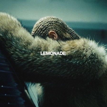 """Đã lâu lắm rồi, các fan hâm mộ mới được thấy Beyoncé trở lại là chính mình như trong album """"Lemonade"""", thông minh, mạnh mẽ, quyến rũ mà vẫn trọn vẹn đến hoàn mĩ và không có gì khó hiểu khi """"Lemonade"""" nhận được tới 92/100 điểm từ giới phê bình"""