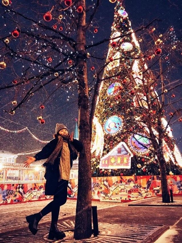 """""""Hot girl"""" dancesport 9X khoe ảnh Giáng sinh trên đất Nga - 4"""