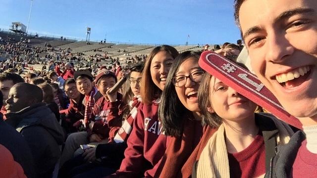 ĐH Harvard thường xuyên có hàng trăm, hàng nghìn sự kiện giao lưu, thể thao, học thuật, kết nối văn hóa, giải trí…