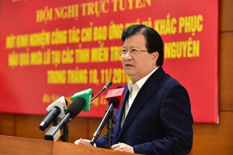 Phó Thủ tướng Trịnh Đình Dũng băn khoăn: Việc ứng phó mưa lũ chúng ta cũng đã nhắc nhiều lần, chỉ đạo nhiều nhưng vẫn cứ xảy ra?.
