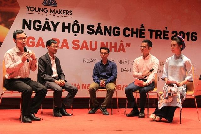 Ba diễn giả định hướng thông tin cho các bạn trẻ tại phần Bàn tròn thảo luận của Ngày hội sáng chế trẻ.