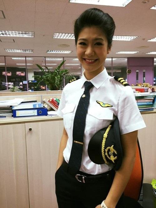 Đông Phương hiện là nữ cơ trưởng đầu tiên của Việt Nam