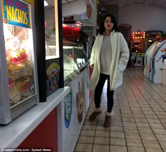 Selena thông báo hồi tháng 8 rằng cô bị bệnh lupus đã lâu và biến chứng của bệnh này là khiến cô thường xuyên rơi vào trạng thái lo âu, trầm cảm