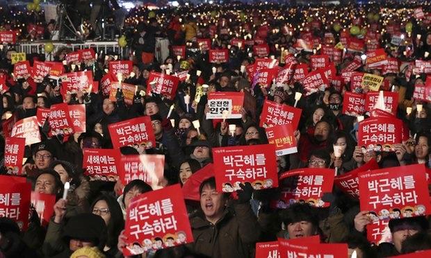 Biểu tình yêu cầu Tổng thống Hàn Quốc từ chức. (Ảnh: AP)